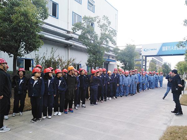 扬州大学学生参观(1)